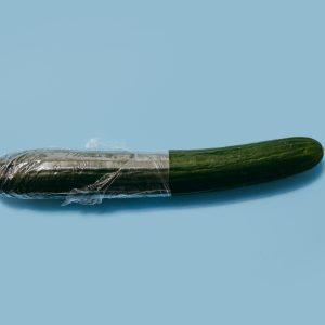 Was macht die Bio-Gurke in der Plastikhülle?