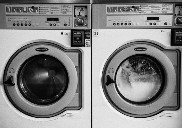 Was das Waschen von Kleidung mit Mikroplastik zu tun hat.